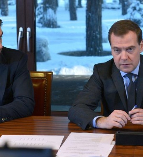 Prime Minister Dmitrii Medvedev (right) with Minister Mikhail Abyzov (left) at the Government Expert Council meeting, Moscow 2014. Source: Government.Ru
