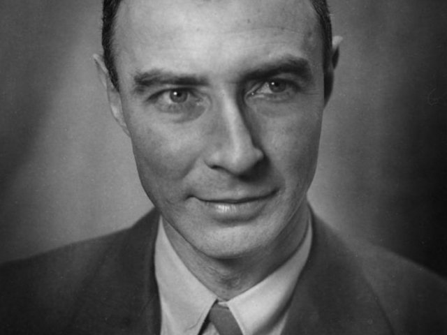 Political Authority or Atomic Celebrity?The Influence of J. Robert Oppenheimer on American Nuclear Policy after the Second World War