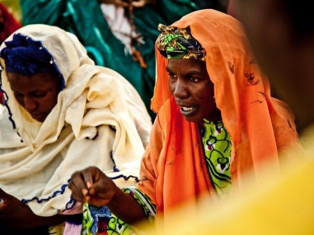Women explain effects of drought in Diaout, Mauritania