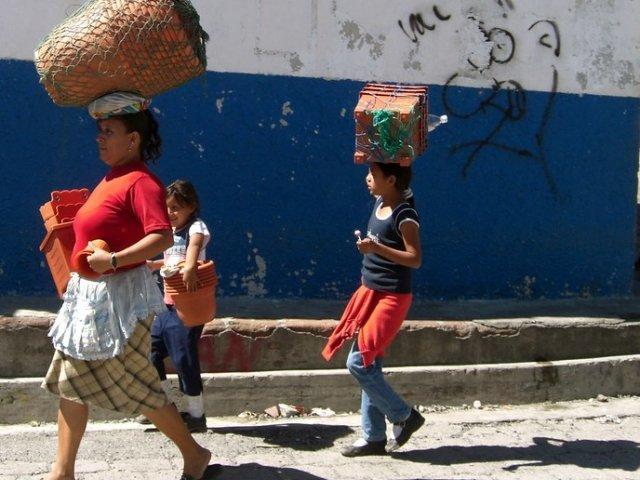 Image - Women in El Salvador