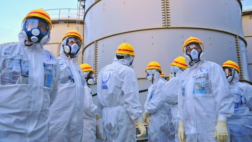 Water Storage Tank. A team of IAEA experts check out water storage tanks TEPCO's Fukushima Daiichi Nuclear Power Station on 27 Nov 2103. Greg Webb/IAEA