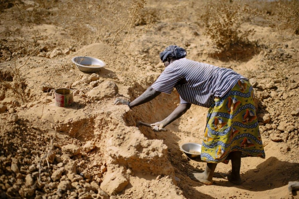 Role of Women in Artisanal Mining & Peacebuilding