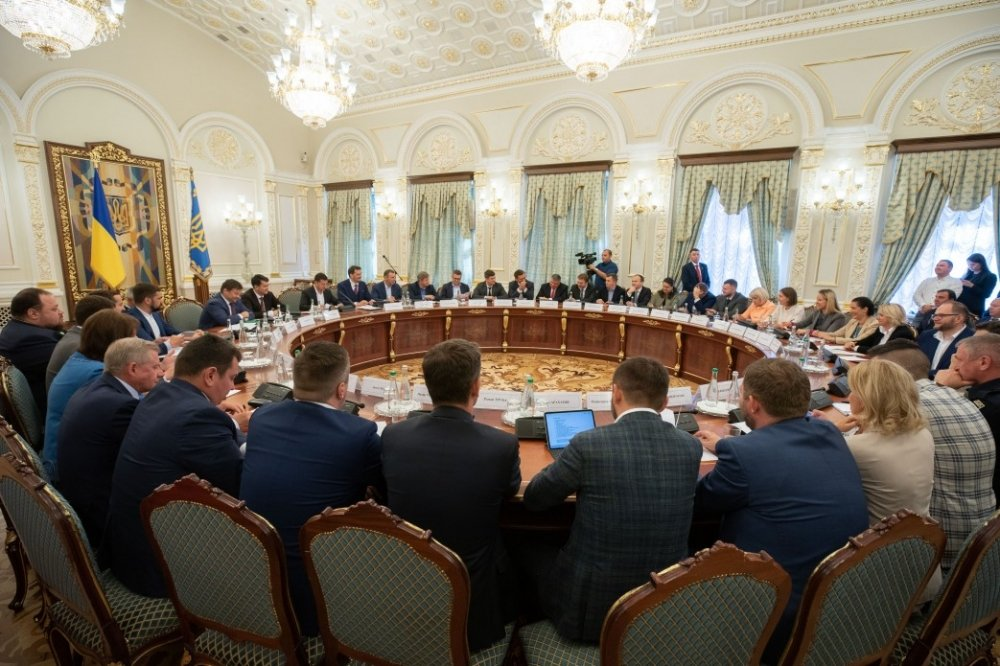 Ukrainian President Volodymyr Zelenskyy meets with his new cabinet of ministers