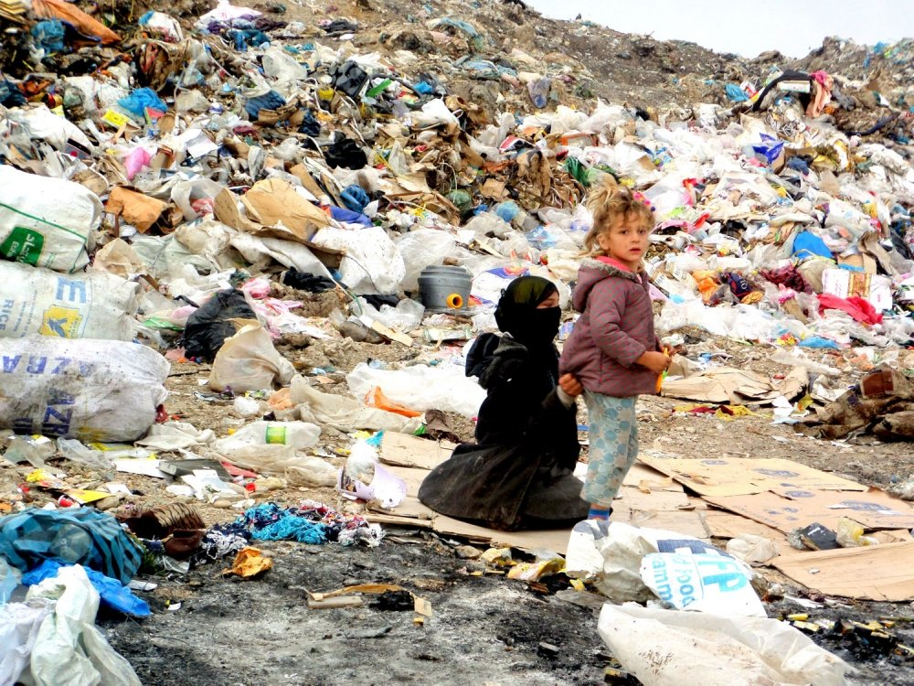 Living of a trash dump in Erbil, Iraq. Photograph © 2016 by Robin Wright.