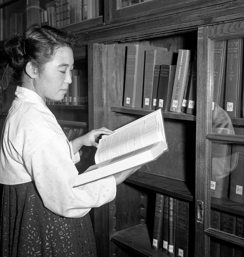 A student doing research in the library of Ewha Women's University in Seoul. 01 September 1954.