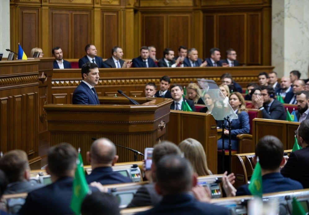 Image: President of Ukraine Volodymyr Zelenskyy in front of the Verkhovna Rada