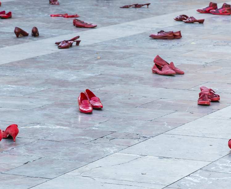 The Amnesty International event on the Plaza de la Virgen. Shoes, painted in red, spread out over the square.