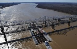 Assessing and Managing Risk along the Mississippi River Corridor