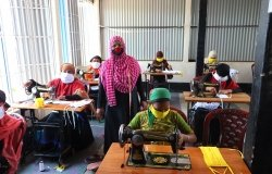 Rohingya women engaged in the production of masks in UN Women-BRAC Multi-Purpose Women Centre to protect their community from COVID-19 and earn an income to support their families.