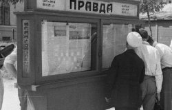 Image: People reading 'Pravda' newspaper on city street in Moscow