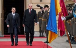 Ukrainian President Volodymyr Zelenskyy meets with Turkish President Tayyip Erdogan in February 2020.