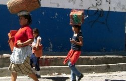 Image - Women in El Salvador
