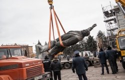 In Zaporizhia, Ukraine, a group dismantles the largest statue of communist leader Vladimir Lenin