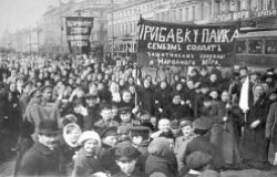Russian protesters in 1917
